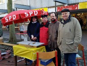 Michael Schütze am Stand der SPD Bergedorf-West auf dem Fest für West; Photo: Simone Gündüz