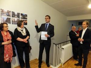 Bezirksamtsleiter Arne Dornquast (Mitte) bei seiner Ansprache zur Begrüßung.