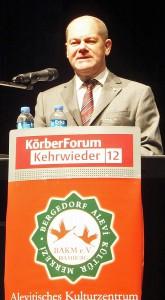 Bürgermeister Olaf Scholz beim alevitischen Kulturfest im Haus im Park